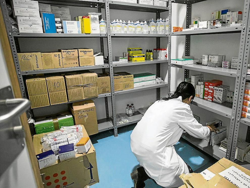 Aspecto de uno de los almacenes de material de un centro de salud de Zaragoza.