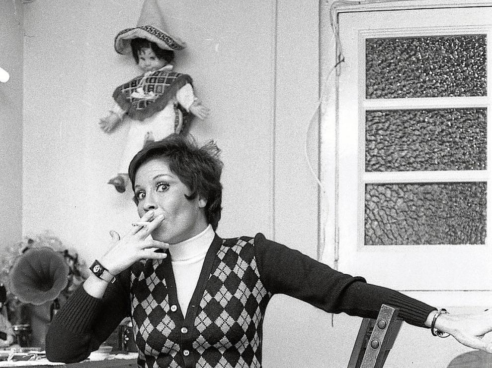 Lina Morgan, en el camerino del Teatro Argensola de Zaragoza, donde actuó en enero de 1974.
