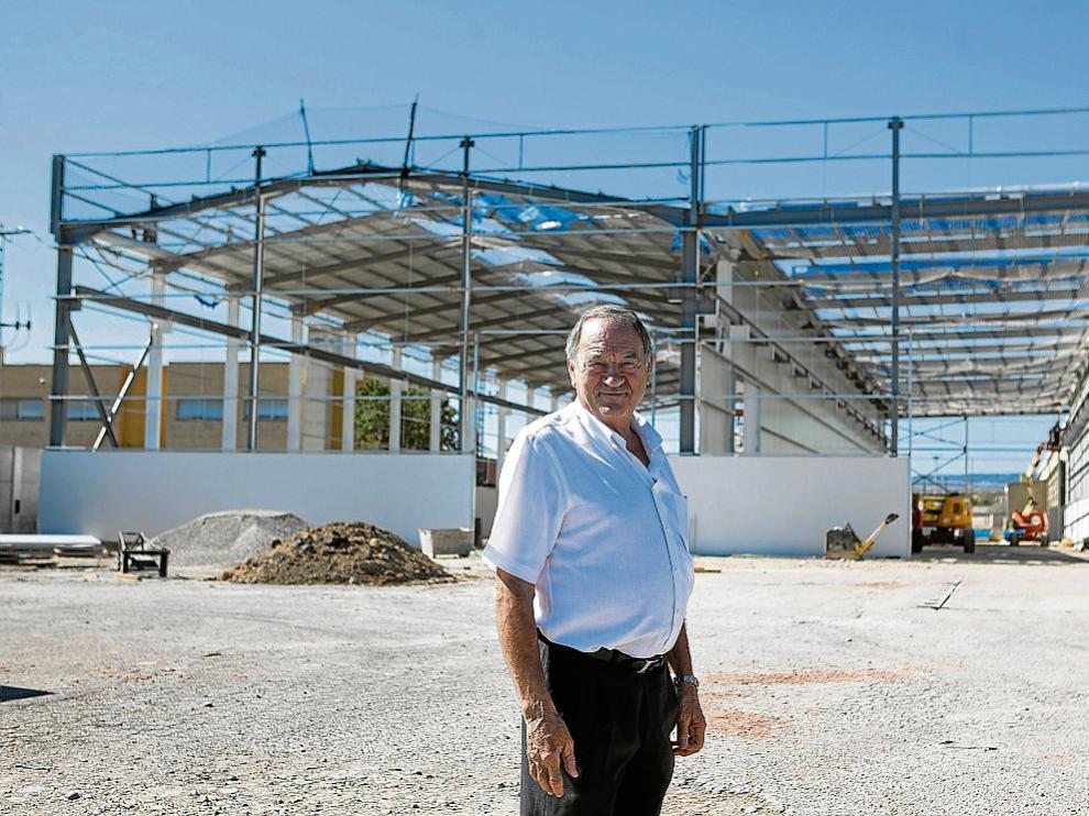 Mariano Colás, fundador de Maquinara Colás, en las obras de las nuevas instalaciones.