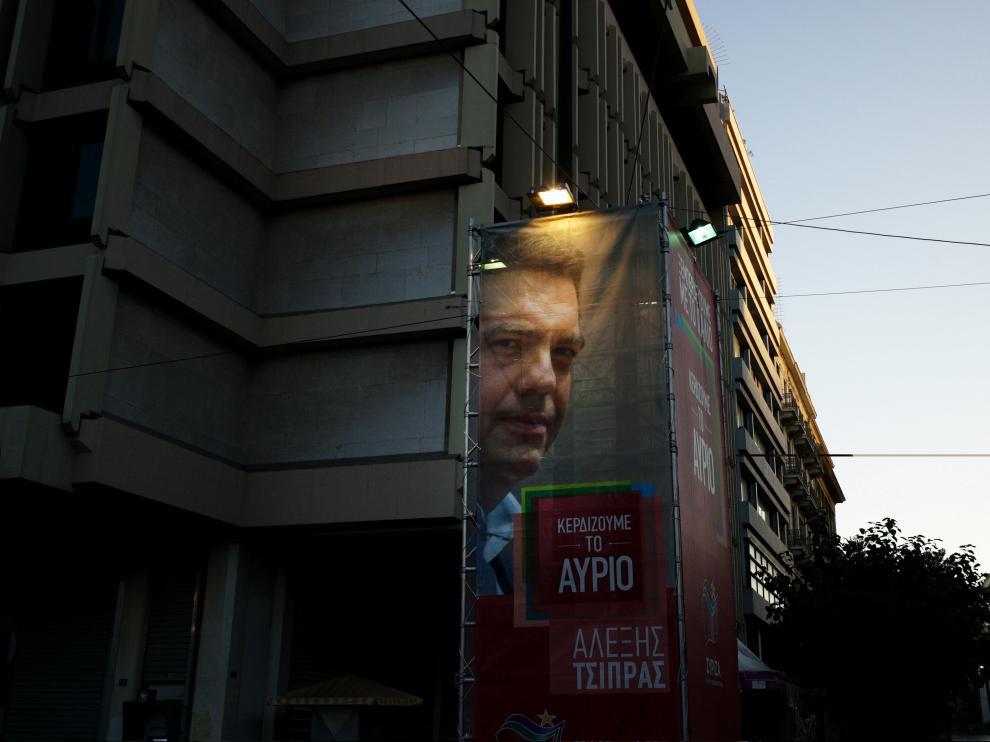 Los griegos votan entre el hartazgo y la decepción