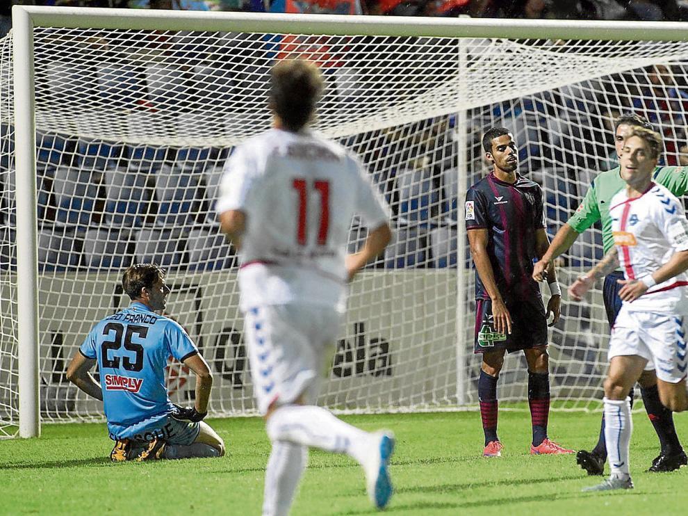 Aythami muestra su decepción tras el tercer gol del Alavés, antes de que se produjera la reacción azulgrana.