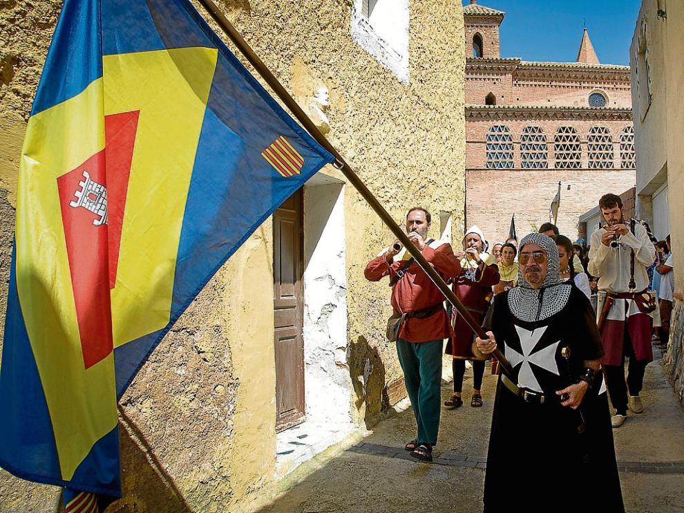 Un momento del desfile, que pasó por la plaza del Anacoreta y otras calles de la localidad.