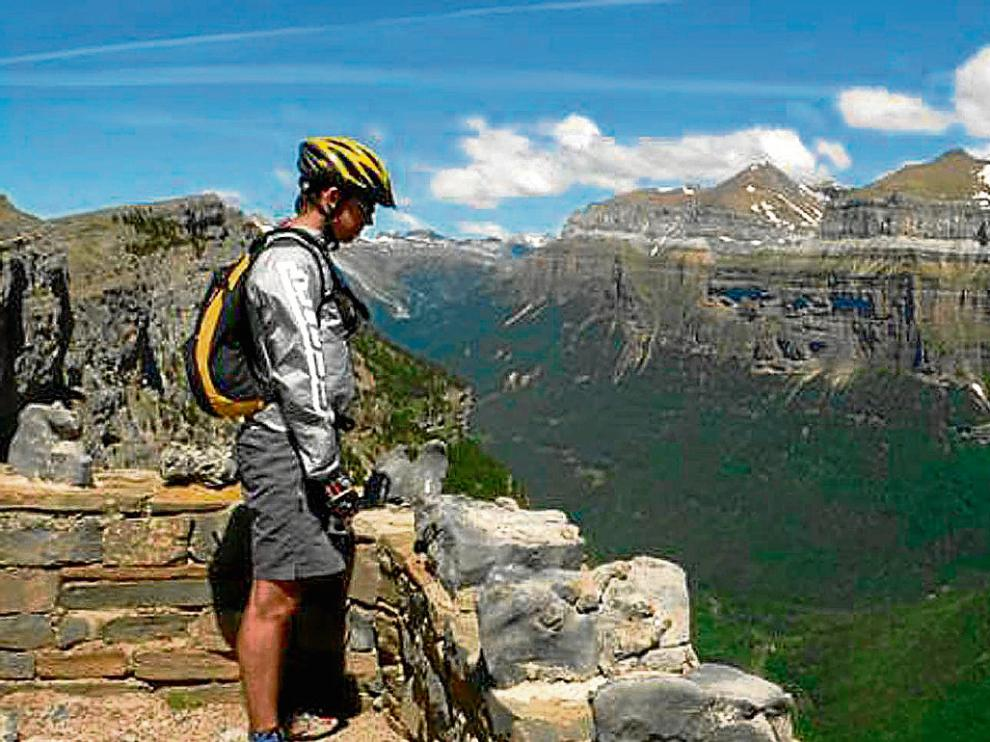 La pista de las Cutas o de los miradores ofrece las mejores vistas del valle de Ordesa.