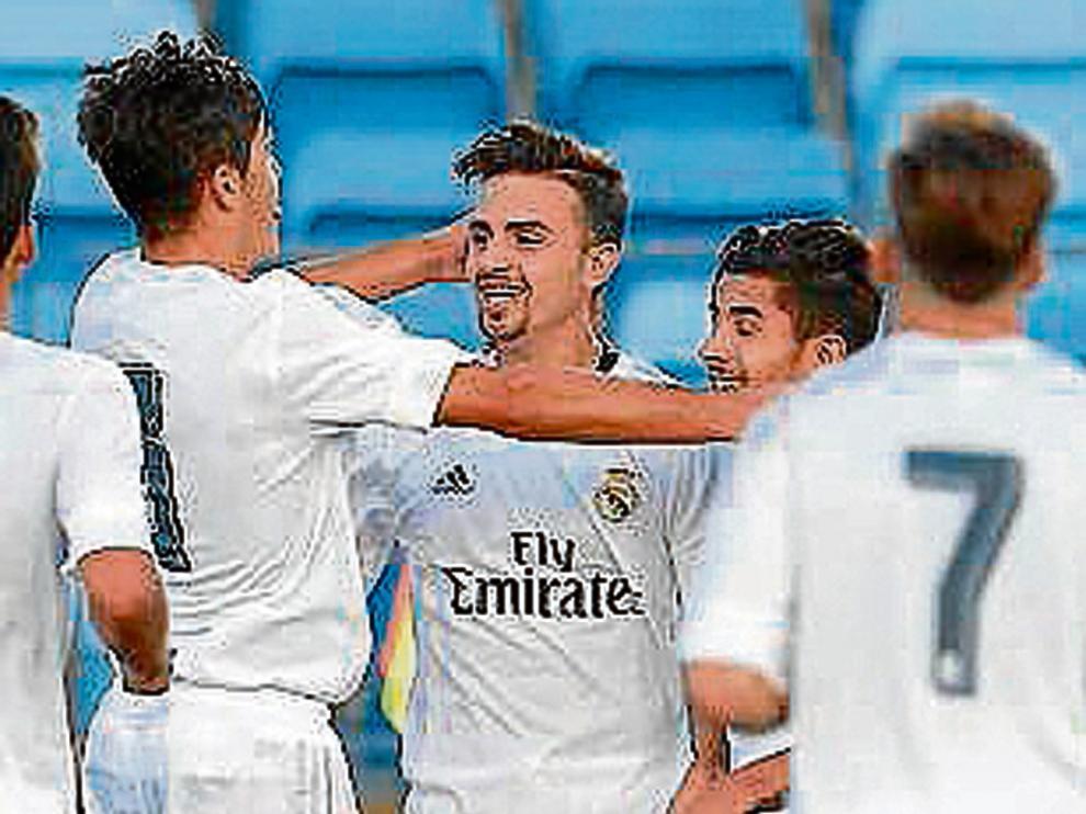 Los jugadores del Castilla celebran un gol, en el partido de ayer ante el Ebro.