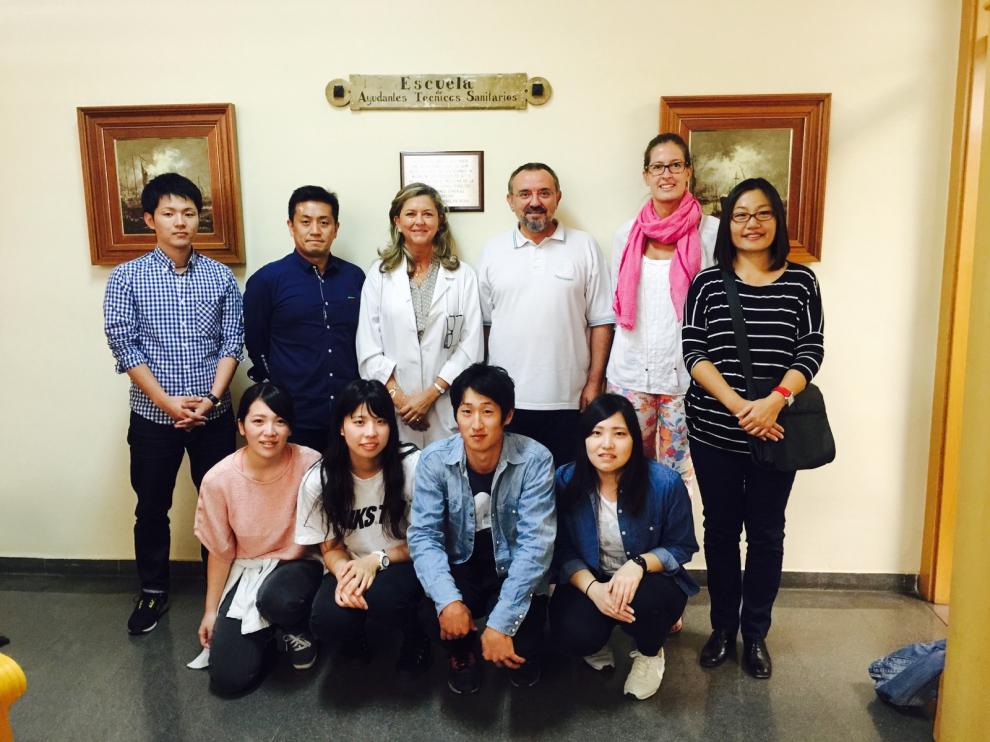 Miembros de la Universidad Tachibana de Kyoto, junto al los profesores Tricás y Belloso.