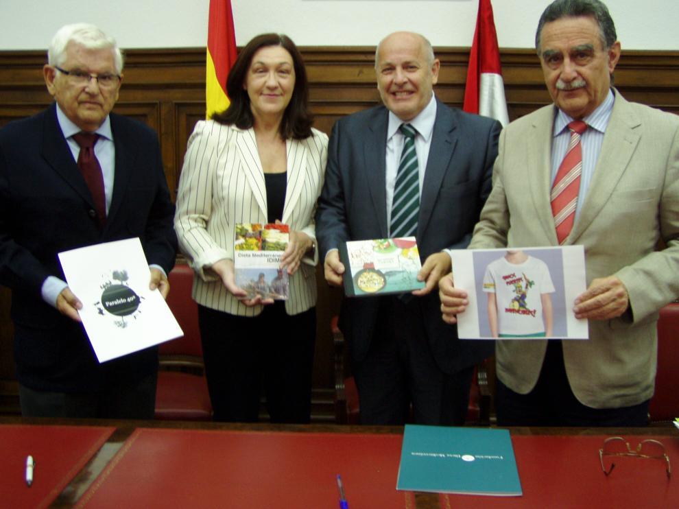 La jornada, la ha presentado la subdelegada del Gobierno, María José Heredia, junto a a Anselmo García (d) y Juan Manuel Ruiz Liso (i) y Domingo Valiente.