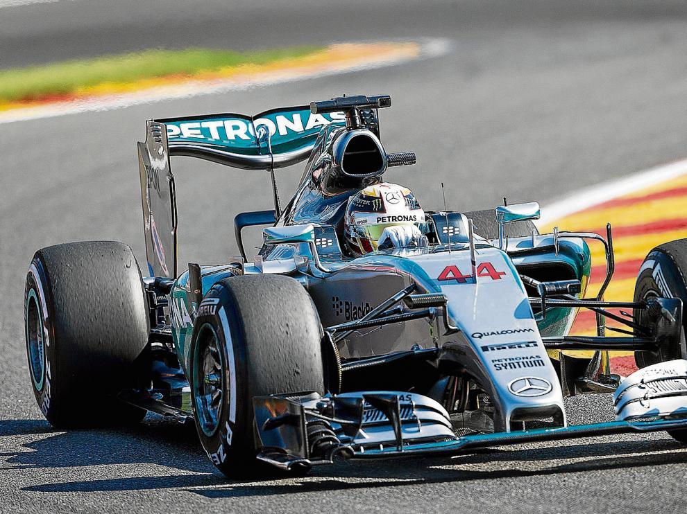 El piloto británico Lewis Hamilton, que hoy sale desde la pole, ayer en el entrenamiento en el circuito de Spa (Bélgica).