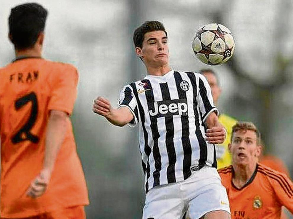 Sergio Buenacasa, con la Juventus, en un partido de categoría juvenil ante el Real Madrid.