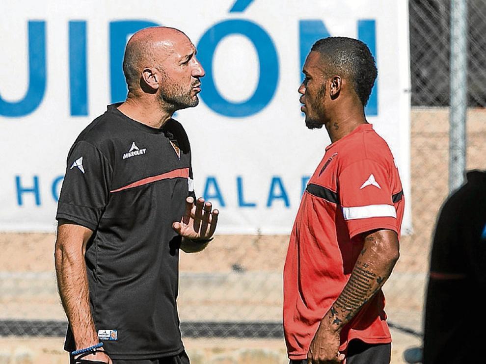 Hinestroza dialoga con Popovic en la Ciudad Deportiva.
