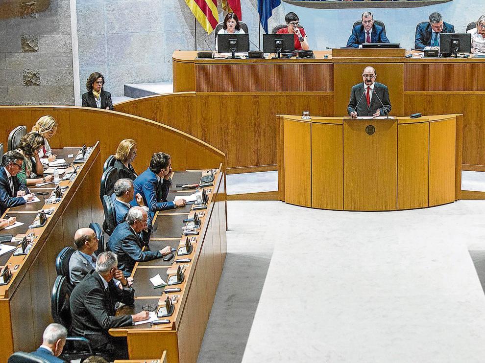 El presidente, Javier Lambán, durante su discurso de investidura.