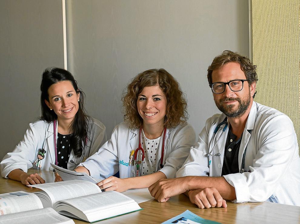 De izqda. a dcha., algunos de los investigadores, Lara García, Paula Barberá y Gerardo Rodríguez.