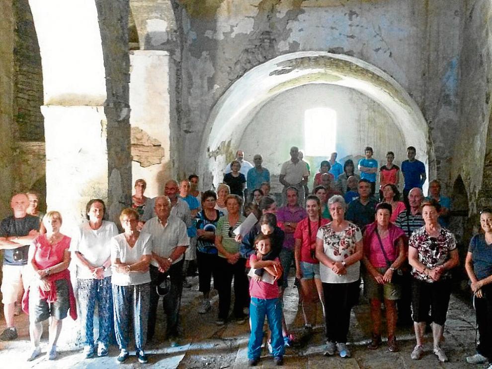 Los vecinos celebraron misa por primera vez en la iglesia desde que finalizó la restauración.