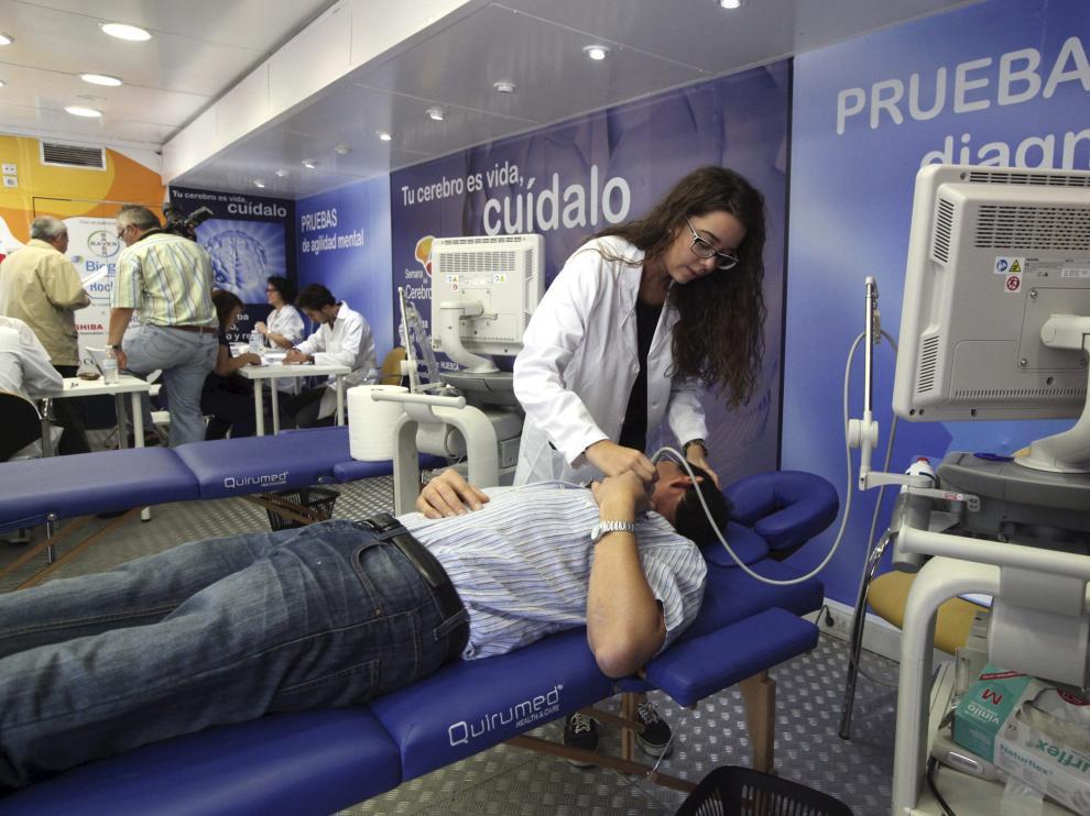 La unidad móvil de diagnóstico instalada en Huesca.