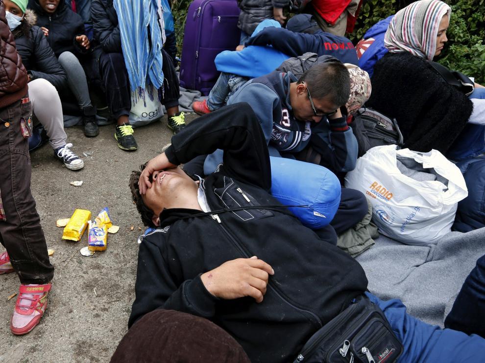 Una imagen de refugiados en la frontera entre Servia y Croacia.