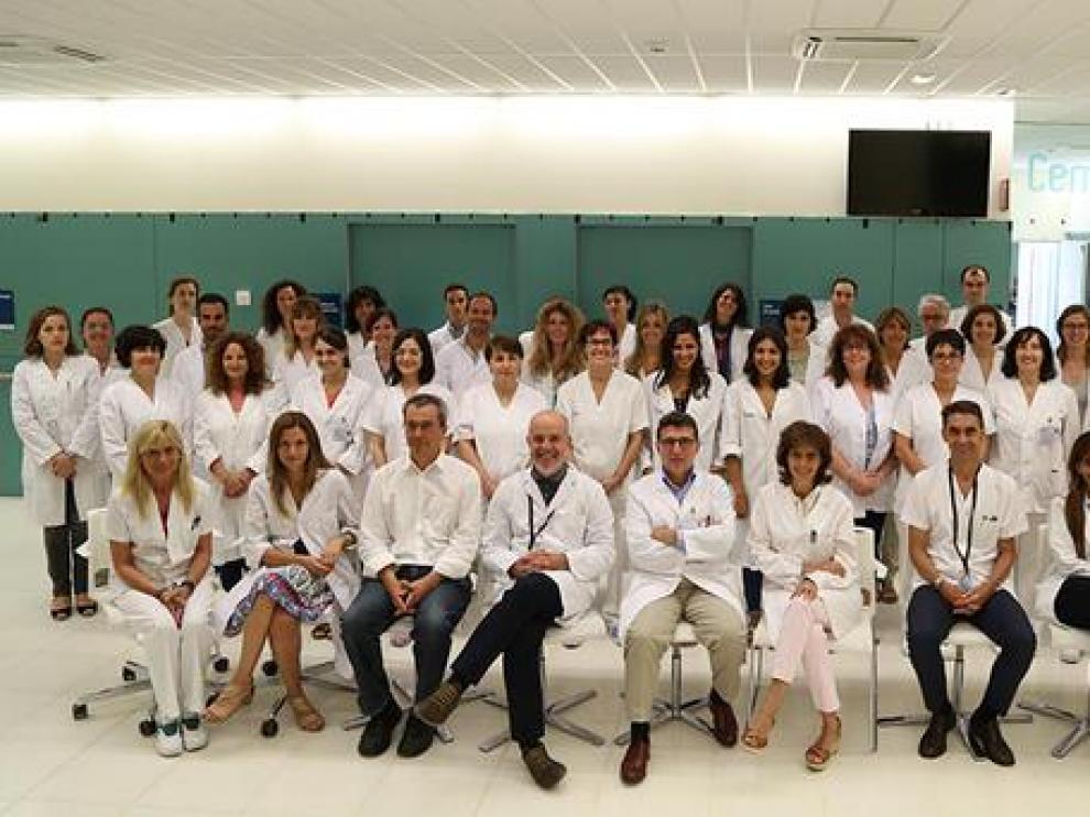 El equipo de científicos que ha participado en un estudio internacional liderado por el Dr. Xavier Montalbán, jefe del Servicio de Neuroinmunología Clínica del Hospital Vall d'Hebron.