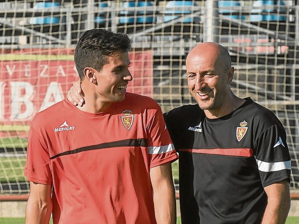 Cabrera charla con Popovic durante un entrenamiento