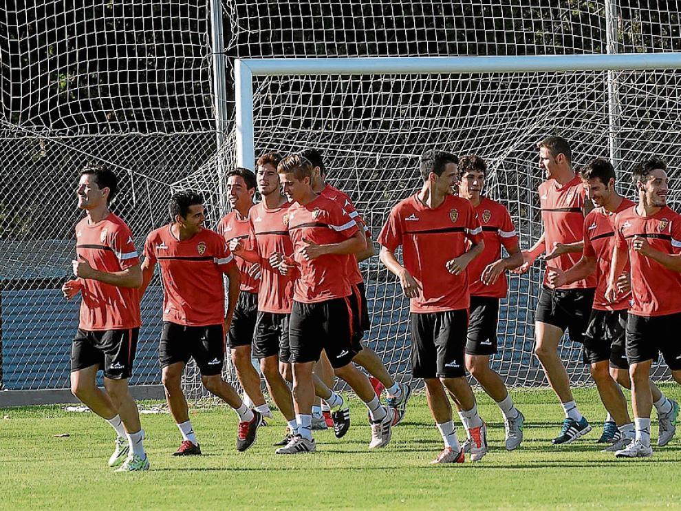 La plantilla del Real Zaragoza, ayer por la mañana durante el entrenamiento en la Ciudad Deportiva.