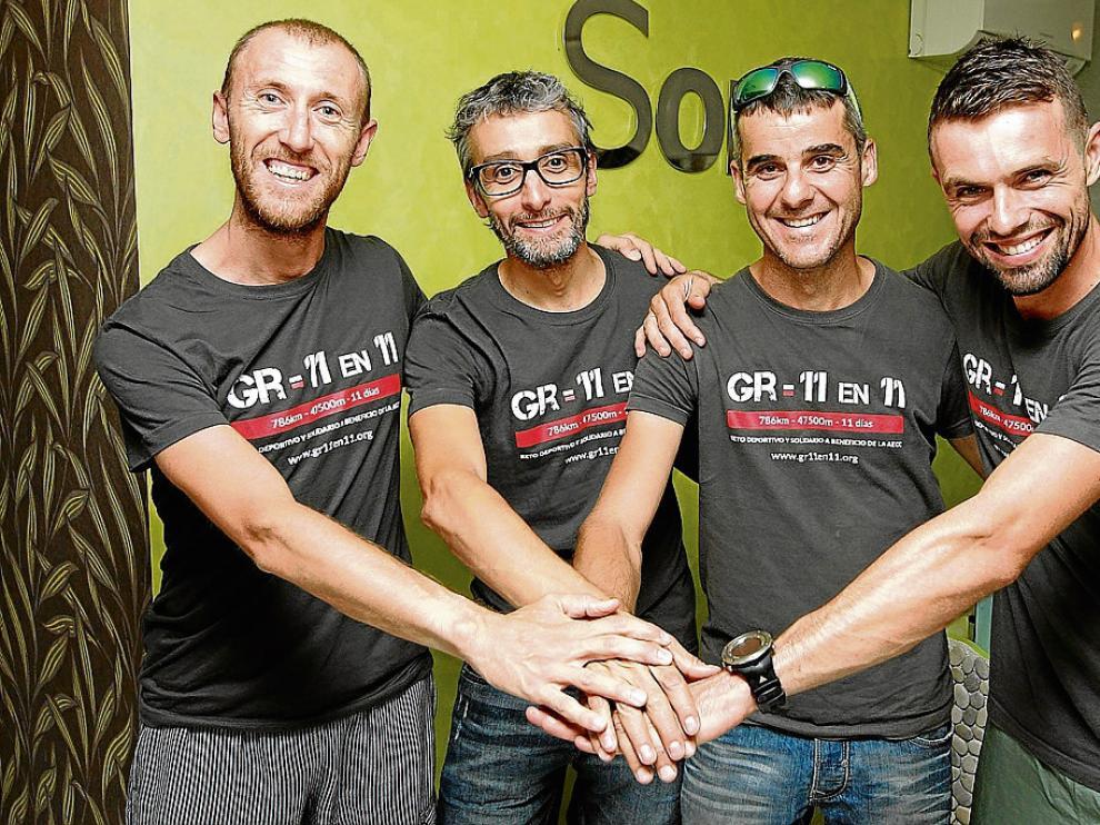 Javier Lorente, Miguel Ángel Melet, Óscar Plasin y Toño Laguarta posan antes de iniciar su reto.