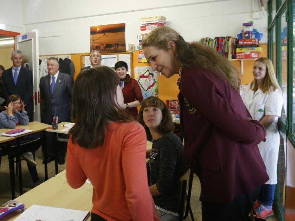 La infanta Elena visita el colegio San Martín de Porres de Atades