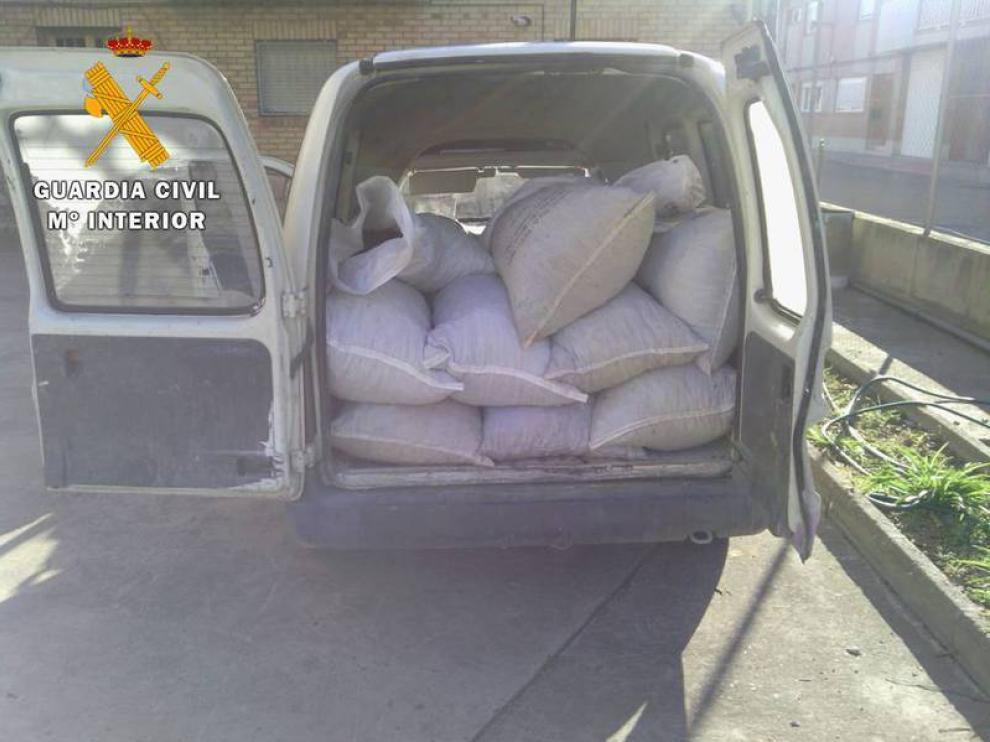 Varios sacos intervenidos por la Guardia Civil en una operación reciente