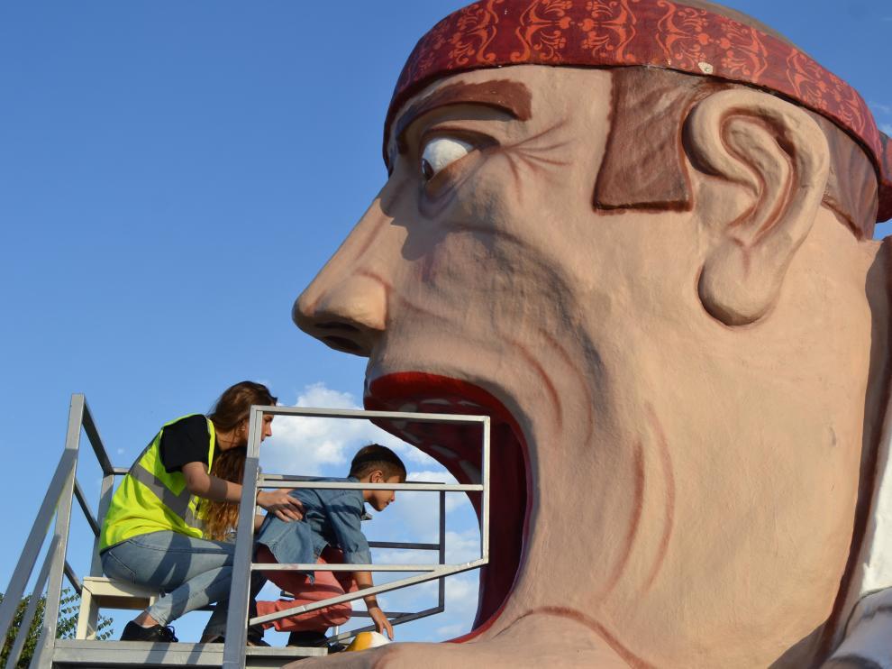 El Tragachicos y los cabezudos de los barrios estarán en la Plaza del Pilar.