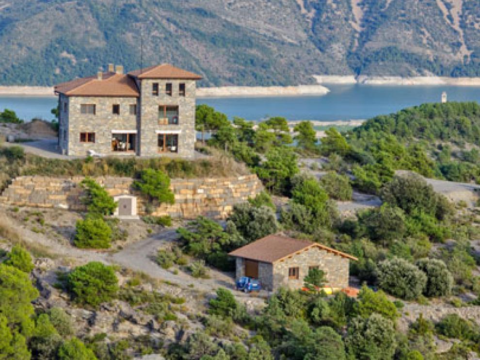 Una mansión en el entorno de Aínsa, a la venta en portales extranjeros