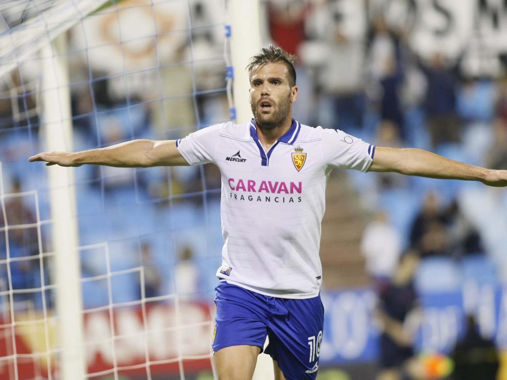 Ortuño celebra su gol, en La Romareda