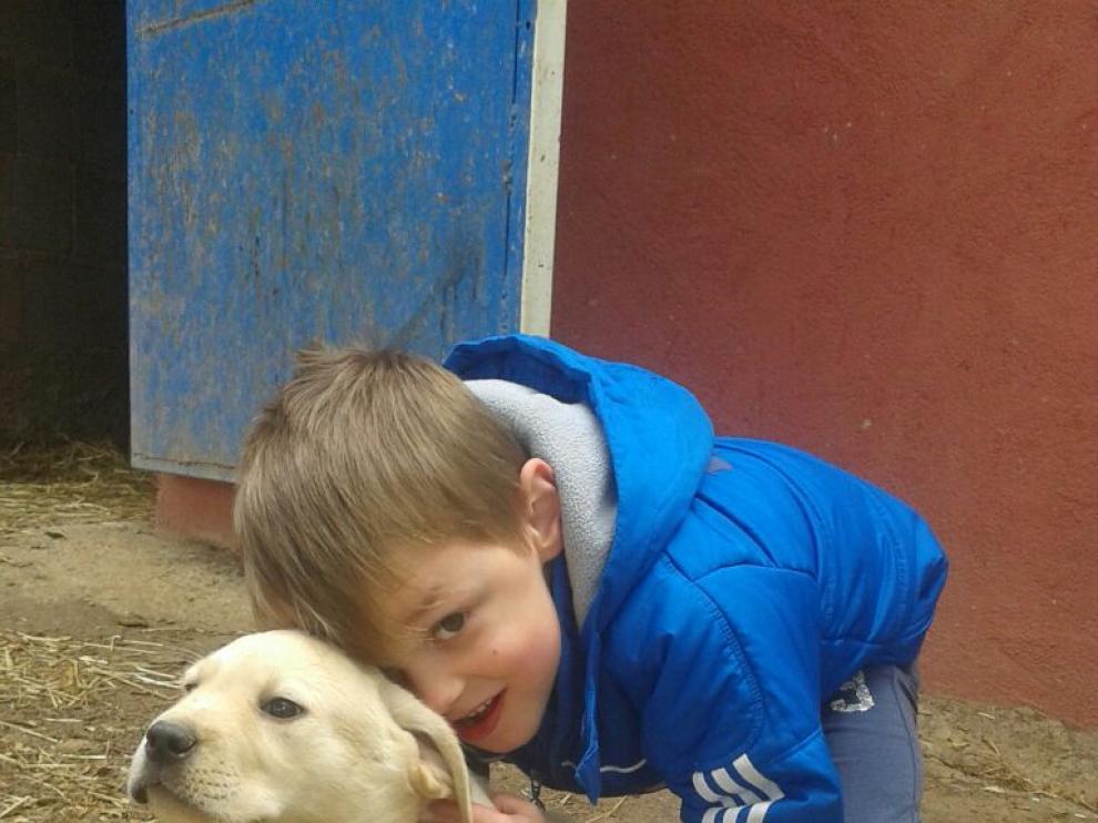 Sergio, de 7 años, es uno de los tres niños zaragozanos que padecen esta enfermedad rara.