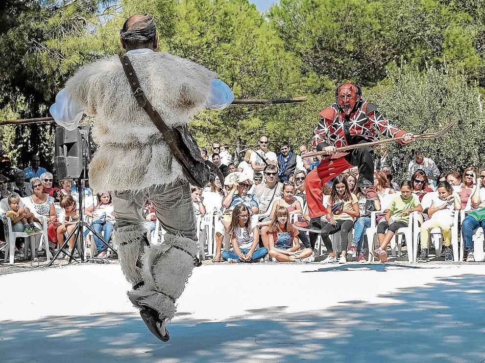 El Ángel y el Demonio fueron los auténticos protagonistas del Dance que se representó ayer en La Almunia de Doña Godina.