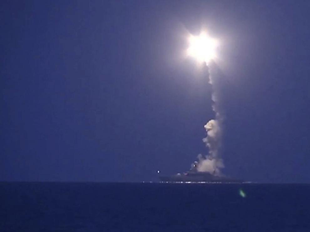 Rusia bombardea posiciones del Estado Islámico en Siria desde buques en el mar Caspio
