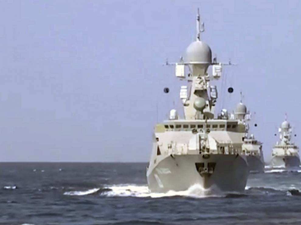 Buque del ejército ruso sobre el Mar Caspio.Fotograma facilitado por el Ministerio de Defensa ruso.