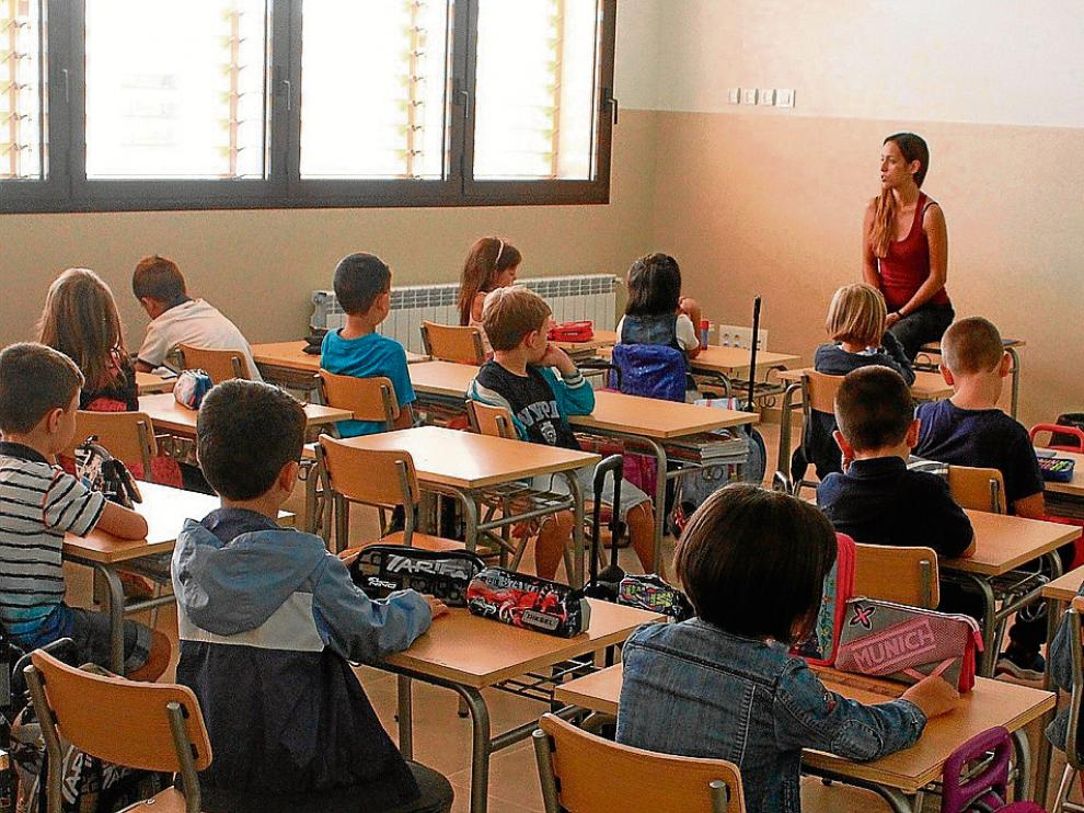 Unos 150 niños estrenaron el nuevo colegio público San José de Calasanz de Fraga.