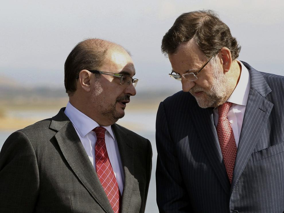 Fotografía de archivo de Mariano Rajoy y Javier Lambán.