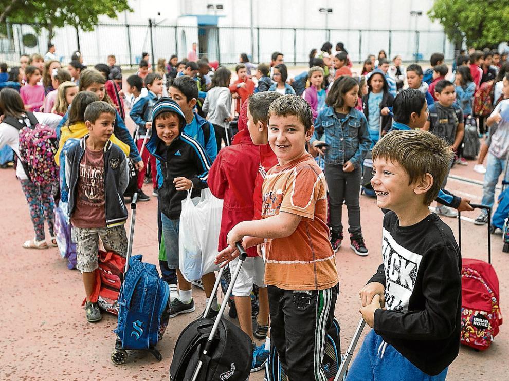 Inicio de curso en infantil y primaria. Primer día de colegio en el centro Puerta Sancho.