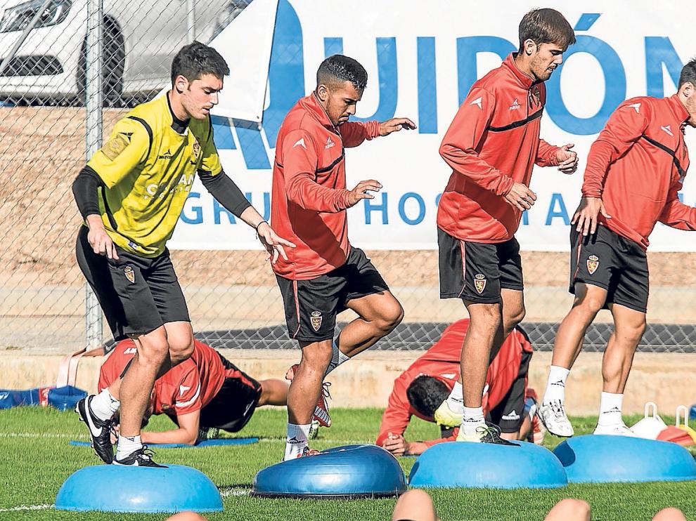Alcolea, Jorge Díaz,Aria Hasegawa e Isaac, en un ejercicio de entrenamiento.
