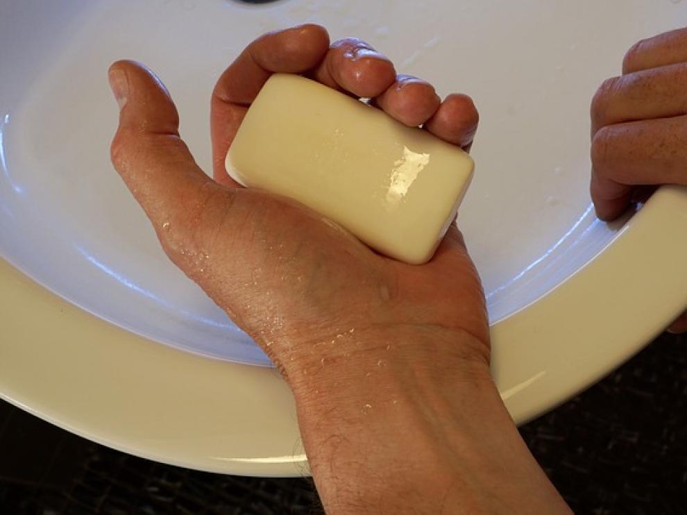 Este hábito básico de higiene debe hacerse siempre con jabón.