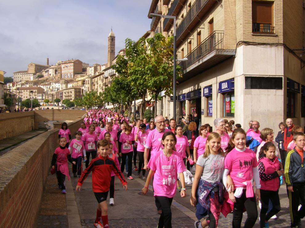 Una marcha por el centro de la ciudad ha culminado el reto de 24 horas de carrera.