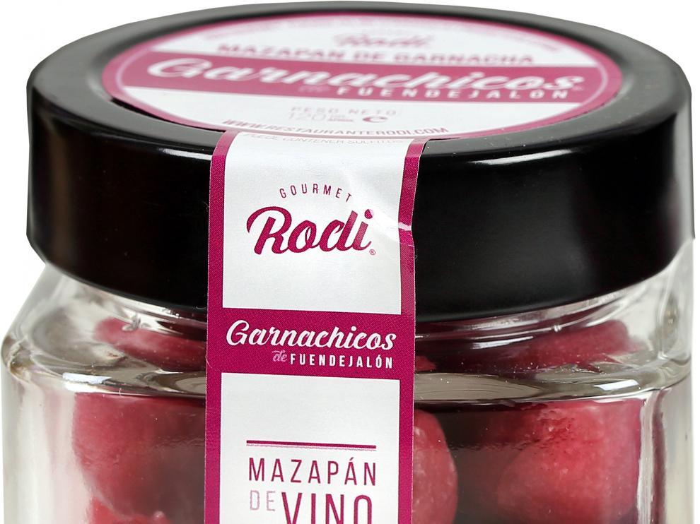 Las hermanas Blanca y Mari Rodríguez, del restaurante Rodi de Fuendejalón, están detrás de la elaboración de estos mazapanes artesanales.