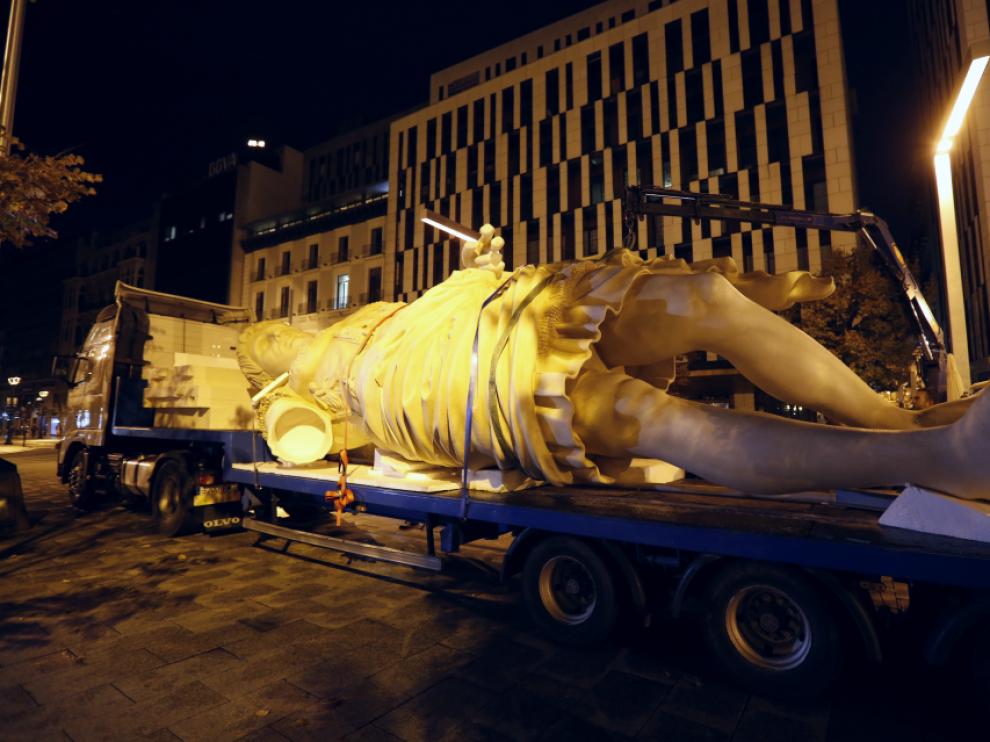 La figura ha sido trasladada durante la mañana hasta Puerta Cinegia.