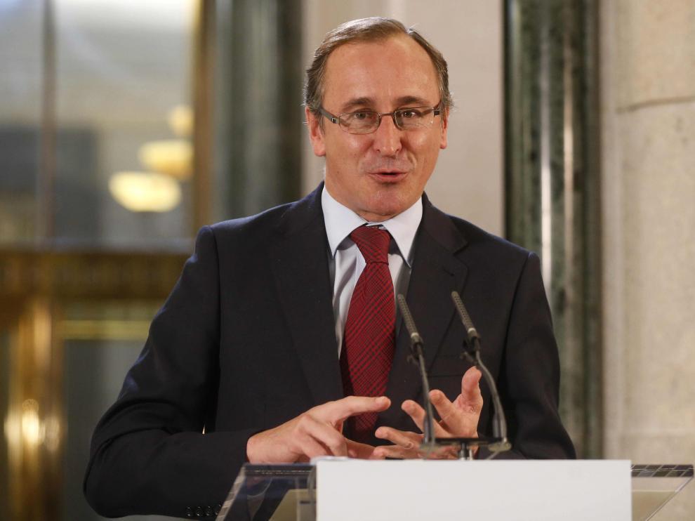 El ministro de Sanidad, Alfonso Alonso, ha trasladado el compromiso del Gobierno de dar luz verde al real decreto.