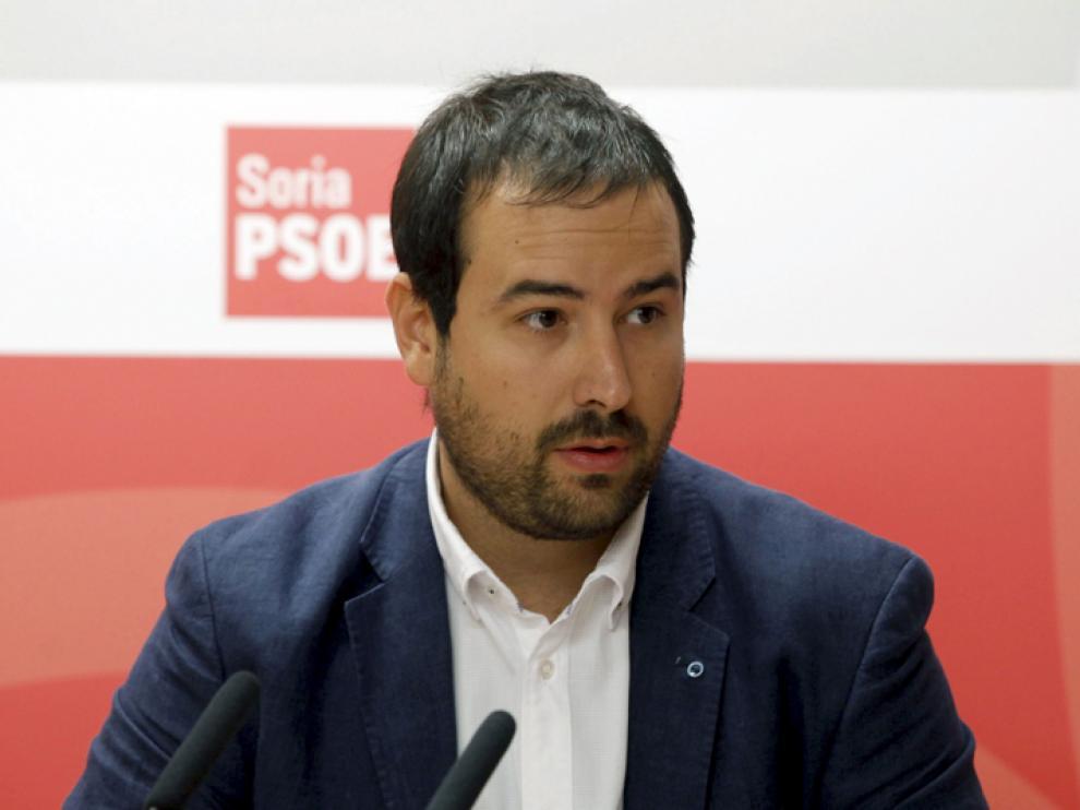 El procurador socialista Ángel Hernández, en rueda de prensa.
