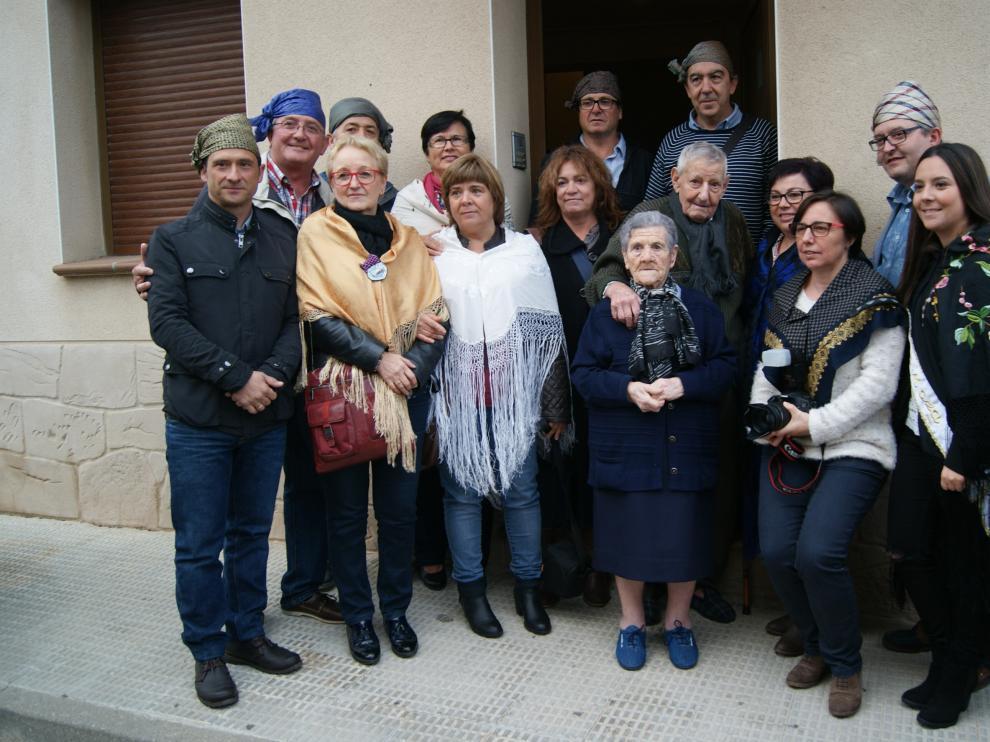 José Iranzo, con su mujer Pascuala y la junta del Cachirulo de Andorra.