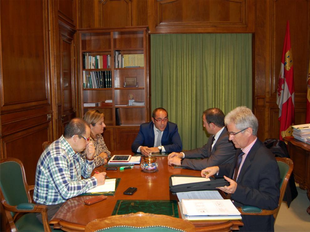 Los presidentes de las diputaciones provinciales de Teruel y Soria, Ramón Millán (PAR) y Luis Rey (PSOE), se han reunido en Soria.