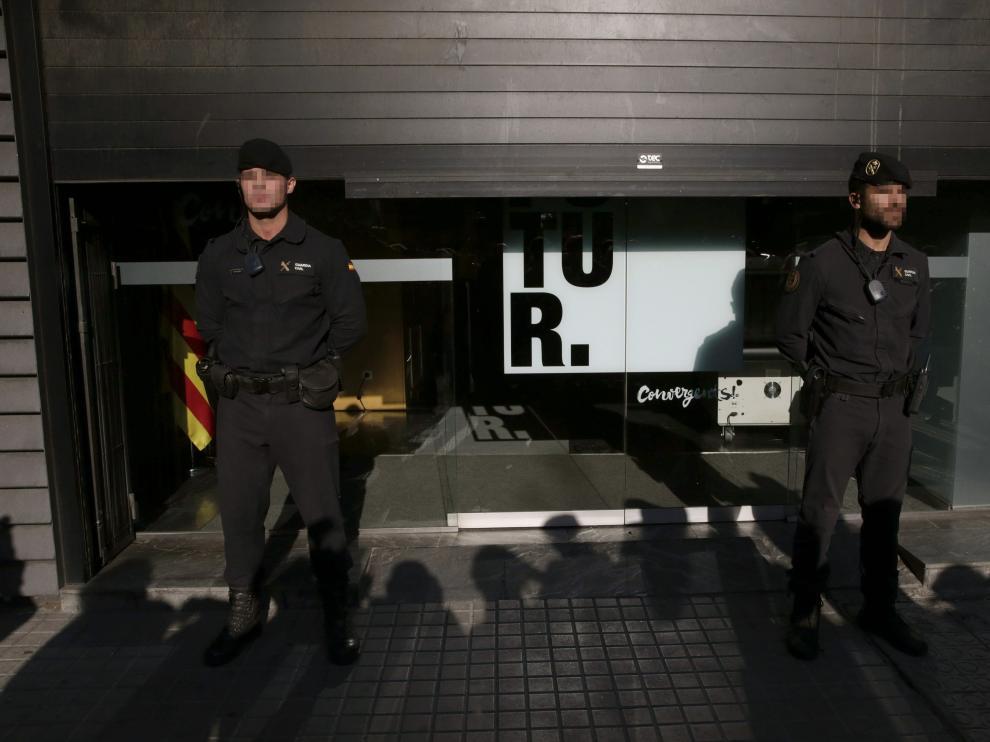 Agentes de la Guardia Civil han detenido hoy al tesorero de CDC, Andreu Viloca, por el presunto cobro de comisiones