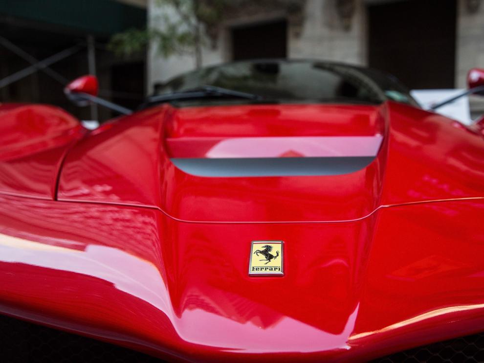 Un coche marca Ferrari.