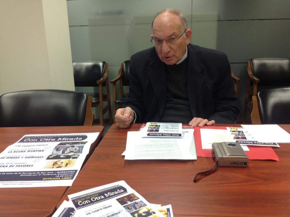 José María Ferrer, delegado de medios de comunicación social de la Diócesis de Barbastro - Monzón durante la presentación del ciclo 'Con otra mirada'.