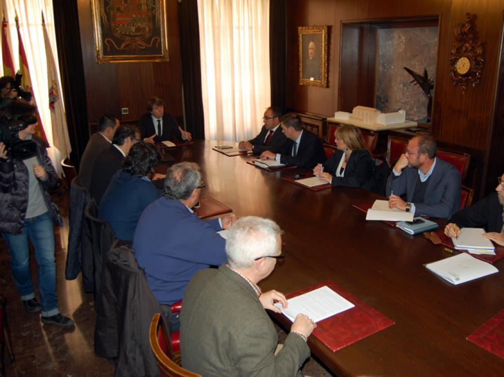 El Consistorio soriano ha presentado este miércoles, en una reunión que se prolongado durante dos horas, una propuesta de constitución de consorcio.