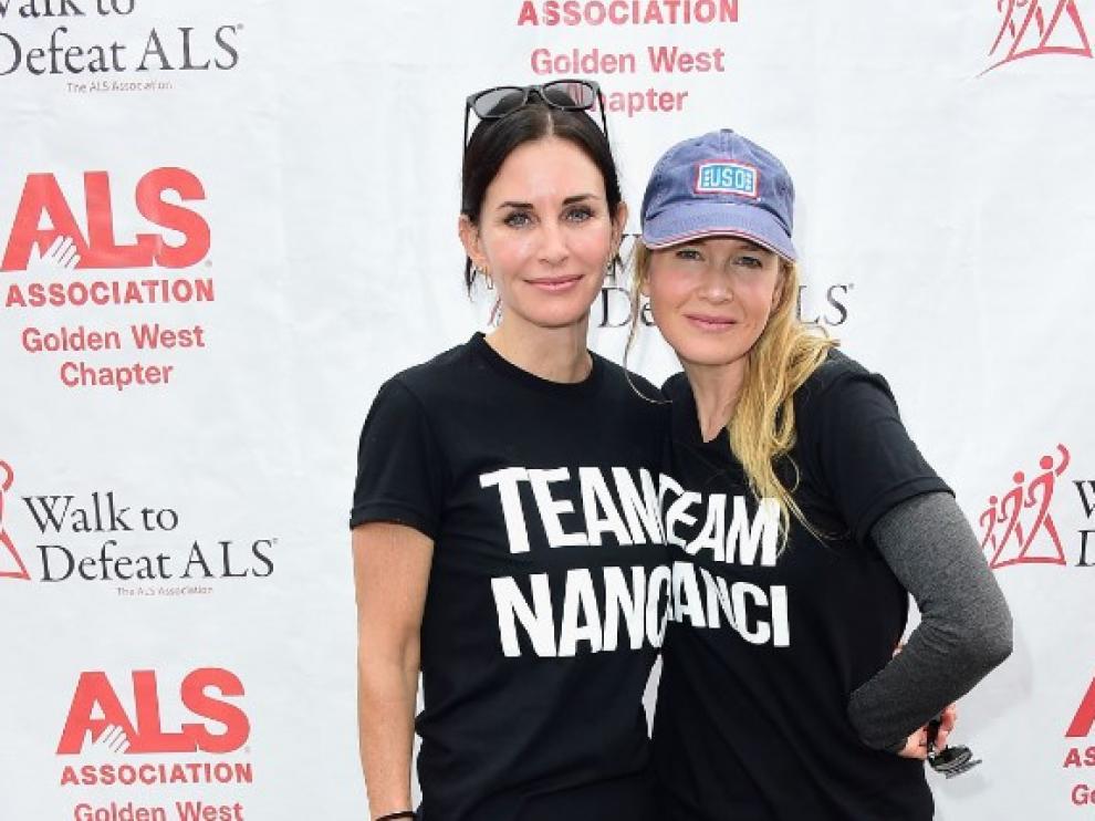 Renée Zellweger, a la derecha, junto a la también actriz Courtney Cox, el pasado domingo en Los Ángeles.