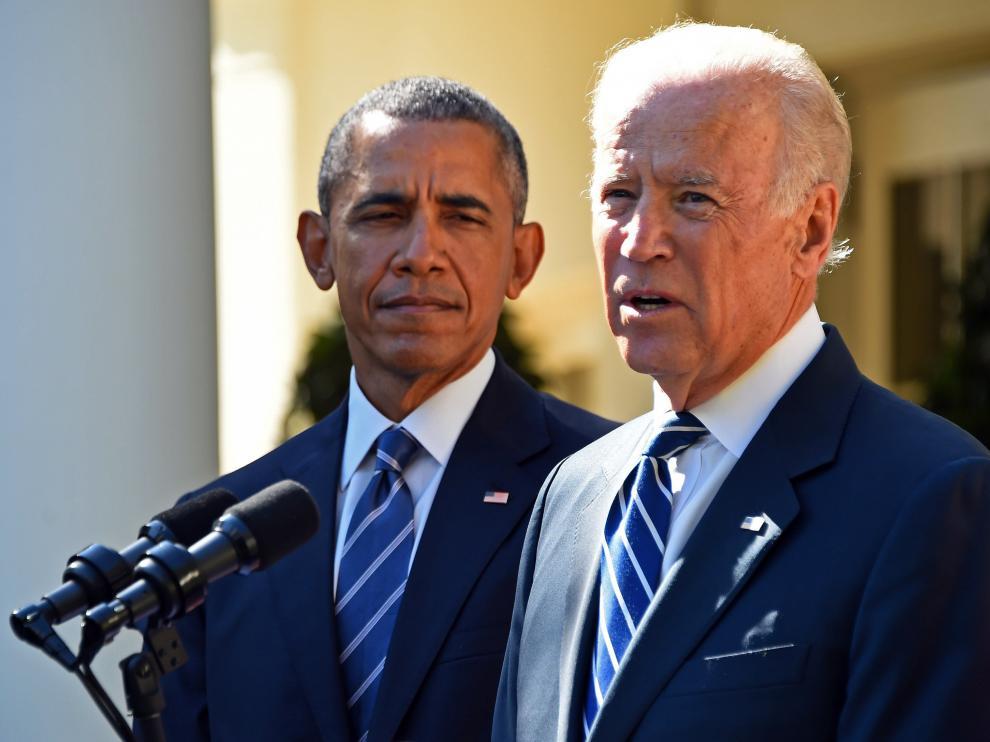 Joe Biden junto a Obama.