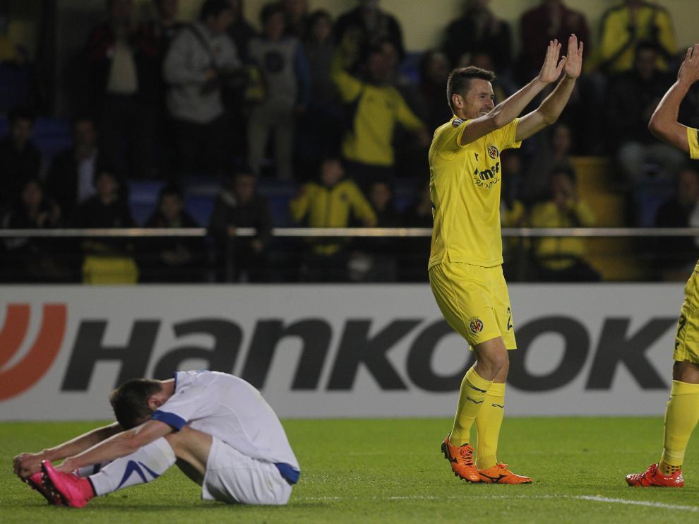 Los jugadores del Villarreal celebran uno de sus goles